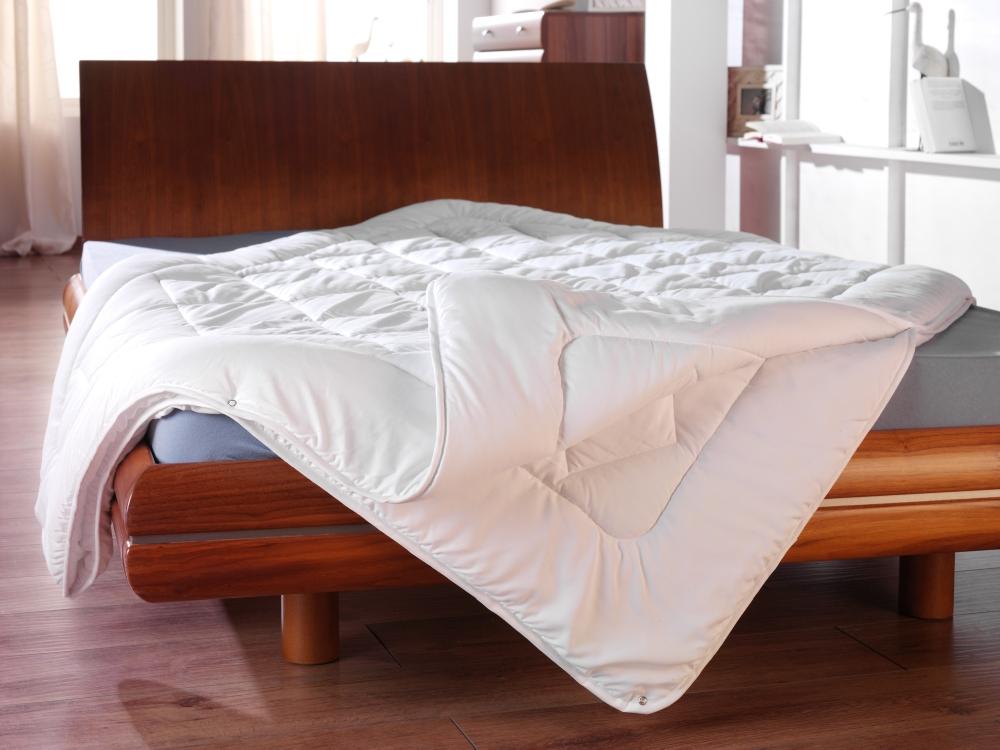 wolkenschloss 4 jahreszeiten bettdecke wolkenschloss. Black Bedroom Furniture Sets. Home Design Ideas