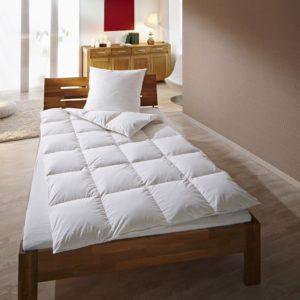 wolkenschloss luxus bettenset satin bettdecke und dreikammerkopfkissen wolkenschloss. Black Bedroom Furniture Sets. Home Design Ideas